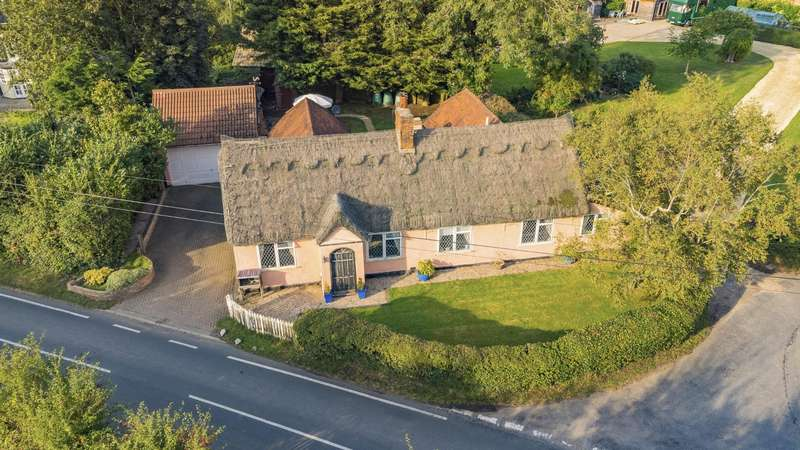 4 Bedrooms Detached House for sale in School Green, Blackmore End, Braintree