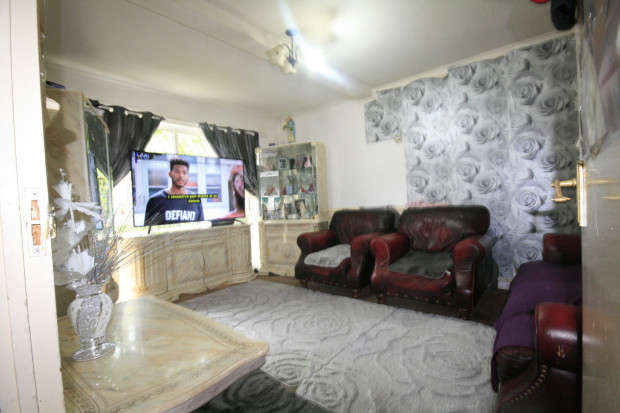 3 Bedrooms Terraced House for sale in Cavalier Close, Romford, RM6