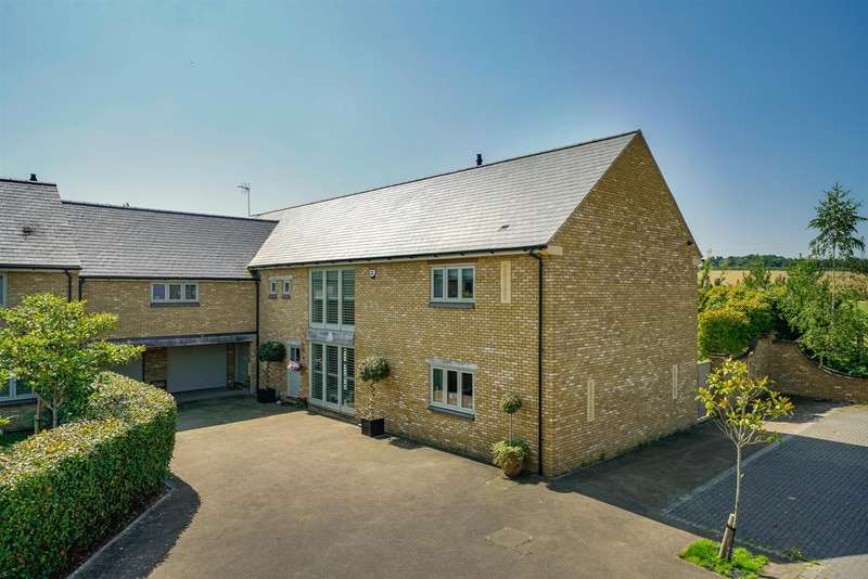 5 Bedrooms Link Detached House for sale in Manor Farm Close, Edlesborough, Dunstable