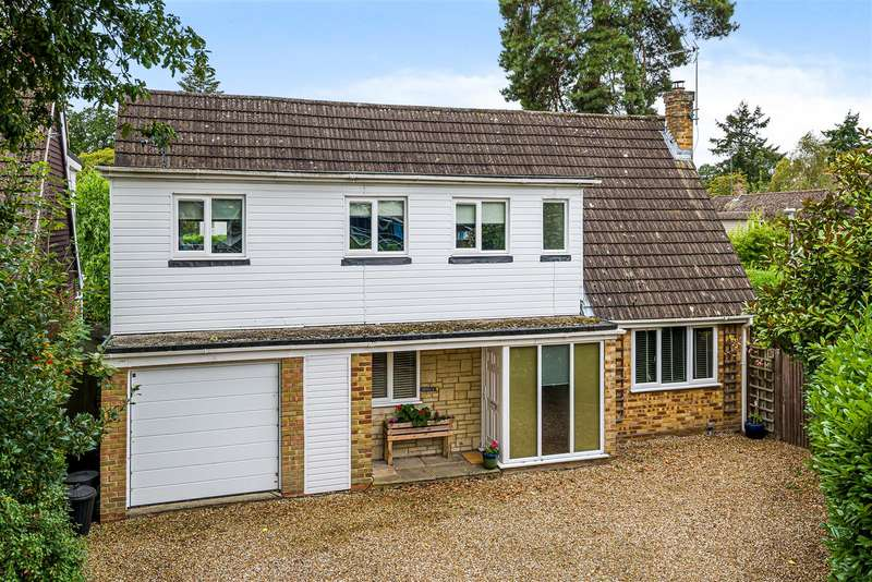 5 Bedrooms Detached House for sale in Thornbury Close, Crowthorne, Berkshire, RG45 6PE