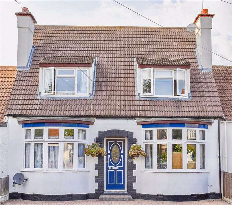 4 Bedrooms House for sale in Pavillion Drive, Leigh-On-Sea, Essex