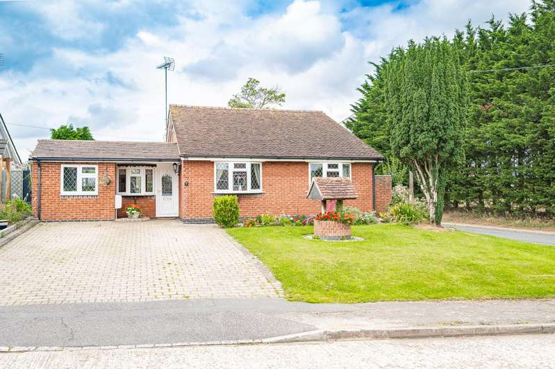 4 Bedrooms Detached Bungalow for sale in Roding Close, Fyfield, Ongar