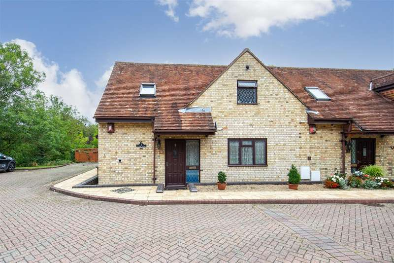 2 Bedrooms End Of Terrace House for sale in Tythe Mews, Churchgate, High Street, Edlesborough