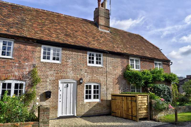 3 Bedrooms Cottage House for sale in Hall Place Lane, Burchetts Green - STUNNING PERIOD HOME - NO UPPER CHAIN
