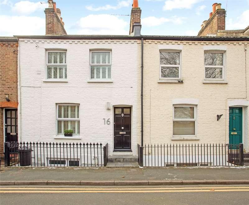 2 Bedrooms Terraced House for sale in Dagmar Road, Windsor, Berkshire, SL4