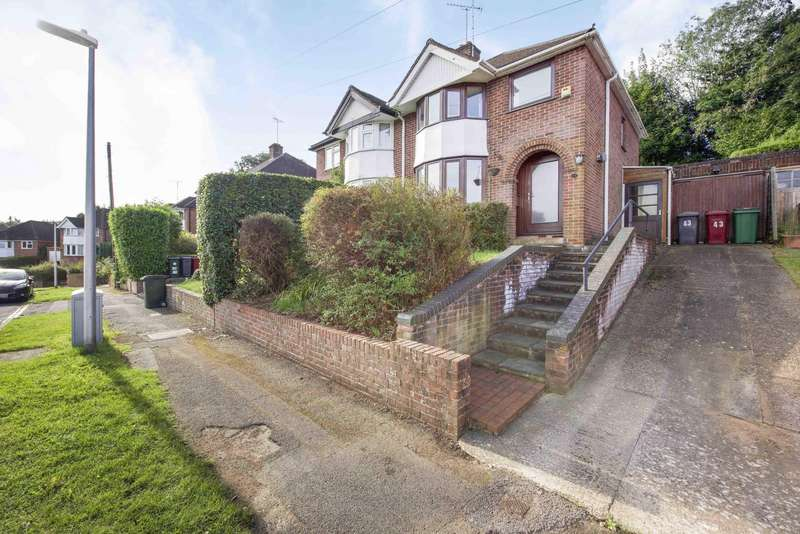 3 Bedrooms Semi Detached House for sale in Sheridan Avenue, Caversham, Reading