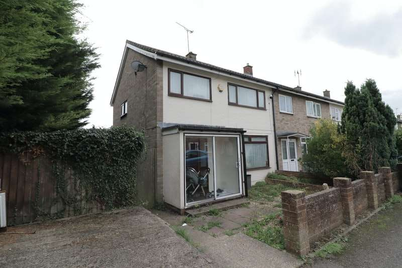 3 Bedrooms Semi Detached House for sale in Camp Drive, Dunstable, Bedfordshire, LU5