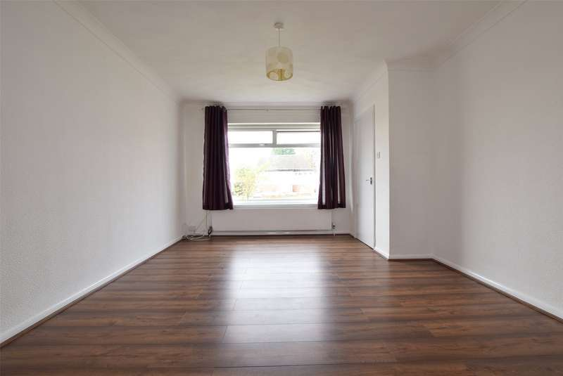 3 Bedrooms Terraced House for rent in Merlin Road, Romford, RM5