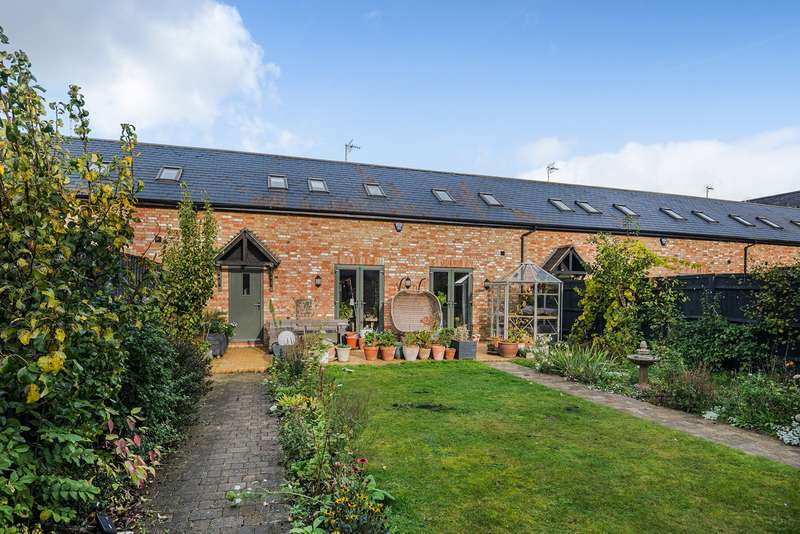 4 Bedrooms Barn Conversion Character Property for sale in Home Farm, Tingrith, MK17