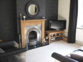 2 Bedrooms Terraced House for sale in Heights Lane, Rochdale. Two bedroom, two receptions, end terrace property extremely well presented throughout