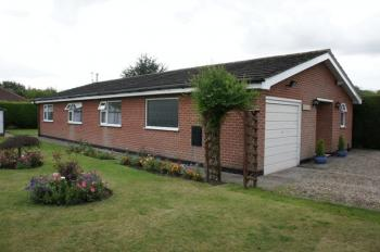3 Bedrooms Detached Bungalow for sale in Green Lane, Woodhall Spa