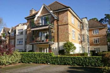 2 Bedrooms Flat for sale in High Road, Bushey Heath