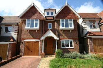 5 Bedrooms Property for sale in Fauna Close, Stanmore