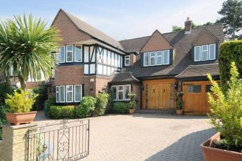 7 Bedrooms Detached House for sale in Dorset Drive, Canons Drive Estate