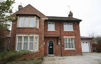 4 Bedrooms Detached House for sale in 13 Moorland Road, Poulton-Le-Fylde