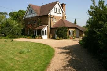 5 Bedrooms Detached House for sale in Little Bushey Lane, Bushey
