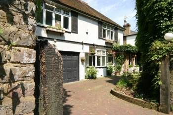 5 Bedrooms Detached House for sale in Common Road, Stanmore