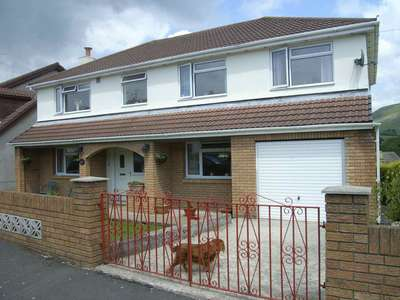 4 Bedrooms Detached House for sale in Darren View, Maesteg, Bridgend County Borough, CF34 9SG