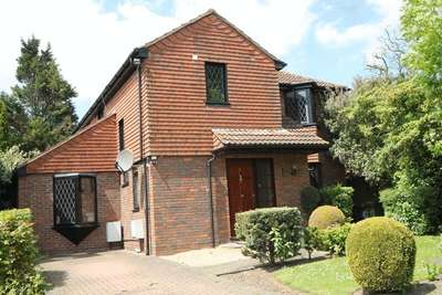 4 Bedrooms Detached House for sale in Wentworth Place, Stanmore