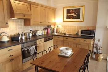 2 Bedrooms Flat for rent in Princes Gardens, Dowanhill