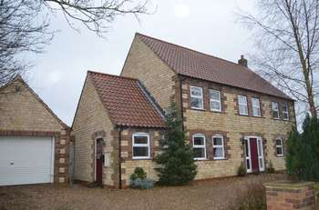 5 Bedrooms Detached House for sale in Middle Street, Willoughton, Gainsborough
