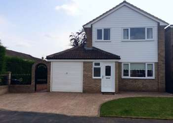 3 Bedrooms Detached House for sale in Hurworth, Darlington