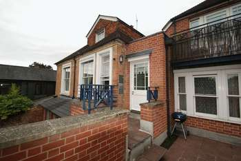 1 Bedroom Flat for sale in Russell Court, Andover
