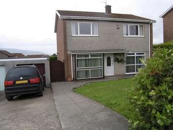 4 Bedrooms Detached House for sale in Golf Road, PONTYPOOL, Torfaen