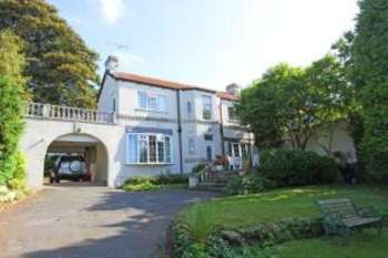 3 Bedrooms Detached House for sale in Green Lane, Ulley, Sheffield, South Yorkshire