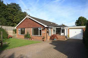 3 Bedrooms Detached Bungalow for sale in Hoppers Croft Lane, Burwash, East Sussex