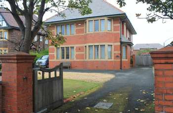 6 Bedrooms Detached House for sale in Lytham Road, Blackpool