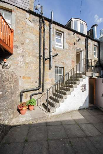 3 Bedrooms Flat for sale in Swansacre, Kinross, Perthshire, KY13 8TE