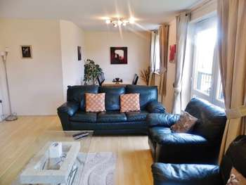 2 Bedrooms Flat for sale in Wisteria Way CV10 7SS