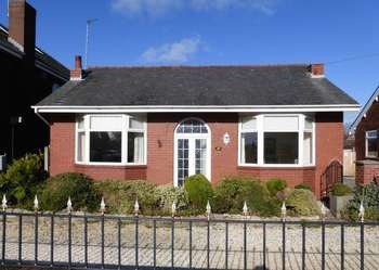 2 Bedrooms Detached Bungalow for sale in Station Road, Banks, Southport