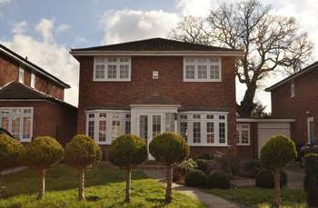 5 Bedrooms Detached House for sale in Maria Theresa Close, New Malden