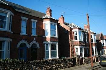 4 Bedrooms Semi Detached House for sale in Milner Road, Nottingham