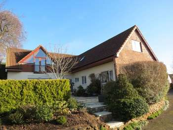 4 Bedrooms Detached House for sale in Squirrels lodge, Wembdon Hill, Wembdon, Bridgwater