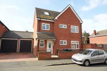 5 Bedrooms Detached House for sale in Duke Street, West Bromwich
