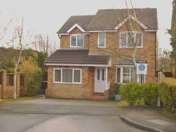 4 Bedrooms Detached House for sale in Newlyn Drive, Wakefield