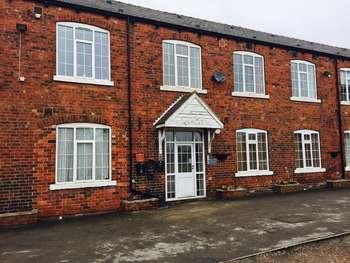 2 Bedrooms Flat for sale in Tower Lane, Leeds