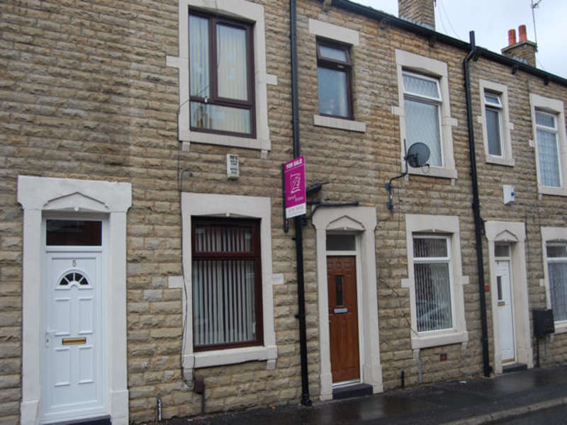 3 Bedrooms Terraced House for sale in Dover Street, Rochdale, Lancashire, OL16 2SZ