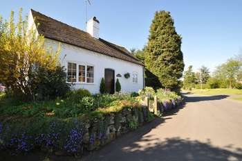 4 Bedrooms Cottage House for sale in Salt, Stafford