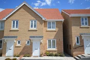 3 Bedrooms Semi Detached House for sale in Kilner Way, Castleford