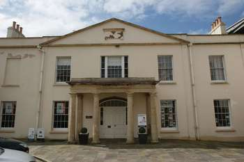 2 Bedrooms Flat for sale in Knightstone Causeway, Weston-Super-Mare