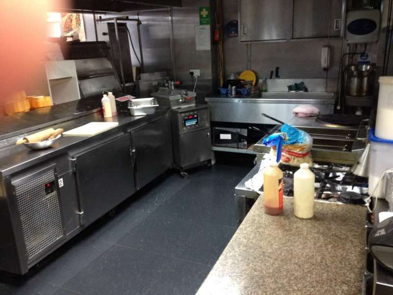 Restaurant Commercial for sale in Prime Location. Pizza/Kebab Takeaway, Heston TW5