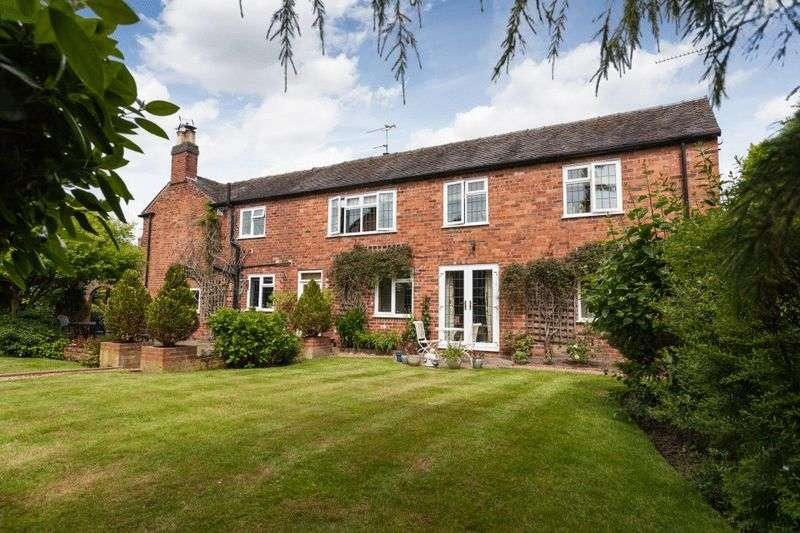 5 Bedrooms Detached House for sale in Huntersfield, Shavington. Nr Nantwich