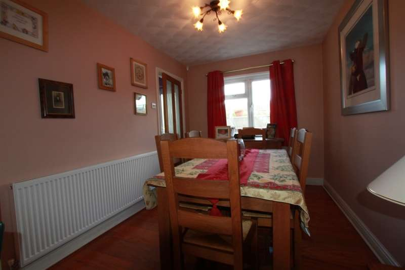 4 Bedrooms Detached House for sale in Cotswold Way, Risca, Newport