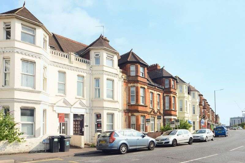 2 Bedrooms Flat for sale in Spacious Two Bedroom Apartment, Ideal Buy-To-Let