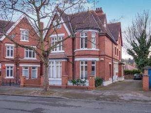 2 Bedrooms Flat for sale in Peveril Drive, Nottingham, Nottinghamshire