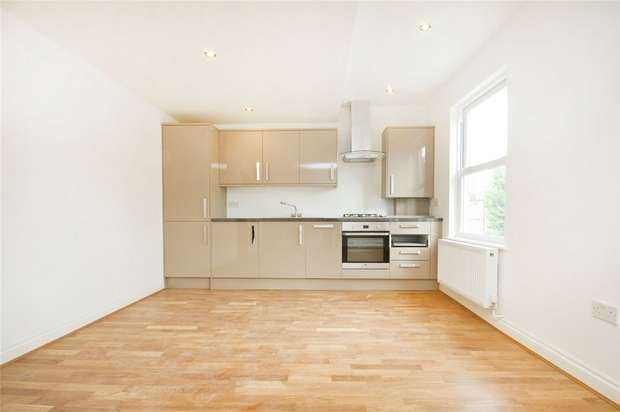3 Bedrooms Flat for sale in Bollo Bridge Road, Acton